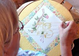 Kathy's Quilts: Hand Quilting Inspiration & Every hand quilter has their own style of stitching. I have found it so  helpful to watch other quilters' techniques when they are quilting. Adamdwight.com
