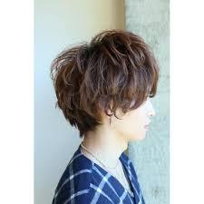 前髪長めのジェンダーレスショート Blowブロウのヘアスタイル 美容