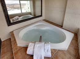niagara falls radisson hotel suites fallsview jacuzzi corner