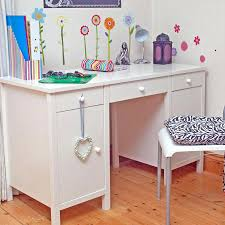 childrens desk and chairs best to choose for your kid lazy boy chair uk