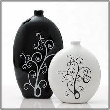 Black And White Vase Decoration