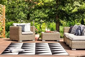 4 tips for maintaining your outdoor rugs