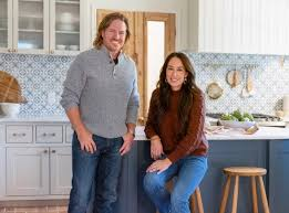 Chip and Joanna Gaines of 'Fixer Upper' have a relative running ...
