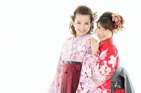 卒業式の袴に似合う振袖はこれだ袴と髪型の組み合わせもチェックしよう