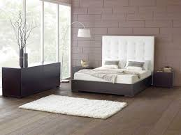 furniture on wood floors. Amazing White Bedroom Furniture Design With Modern Wood Flooring And Three Contemporary Brown Table Lamp On Floors B