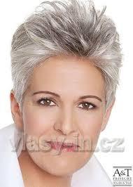 účesy Pro Starší ženy V Barvách Lichotícím Vráskám