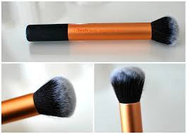 mac liquid foundation brush. for many people, this brush is the ultimate foundation brush. deigned applying powders, cream or liquid to skin as well mac b