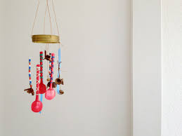 I prepared a second lid and easily made another wind chime.