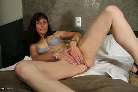Naughty mature slut playing with her wet pussy Horny Croc