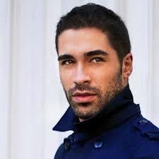 ENTREVISTA: MANUEL MOYA (ACTOR) Hay actores que les va más hacer cosas modernas, otros quieren hacer papeles más contemporáneos. - entrevista-manuel-moya-actor-L-j_LJ6j