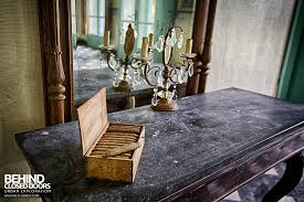 chateau de la chapelle belgium. Chateau De La Chapelle \u2013 Cigars On The Side Table Belgium P