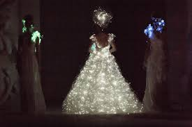 Wedding Dress With Lights Yumi Katsura Debuts Glowing Wedding Gown During Fide Fashion