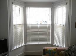 FITTING VENETIAN BLINDS IN A BAY WINDOW  YouTube  YouTubeBay Window Vertical Blinds