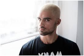 Coupe Homme Ras Buzzcut Coloration Blond Platine Coiffure