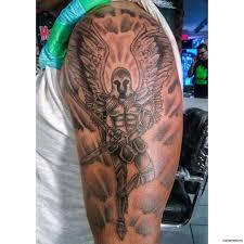 архангел с мечами тату на плече у парня добавлено иван вишневский