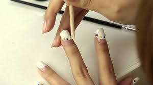 15分でマスター短い爪でもかわいいアートホワイト丸フレンチネイルの