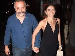 Yönetmen Onur Ünlü'den oyuncu Hazar Ergüçlü'ye evlilik teklifi - Magazin  Haberleri | NTV