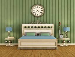 Vintage Schlafzimmer Mit Grünen Wandverkleidung Lizenzfreies Bild