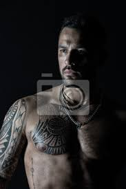 Fototapeta Macho Se Sexy Holým Trupem Vousatý Muž S Tetovaný Hrudník Fit