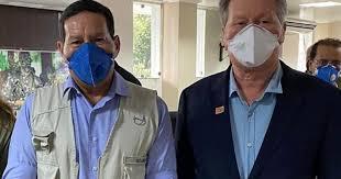 Prefeito de Manaus chora, critica Bolsonaro e pede ajuda a Mourão