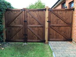 any hinges with pins on them should always be ed with one pin pointing up and one down so that your gate cannot be simply lifted off its hinges by