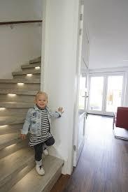 Treppenschutzgitter schützen dein kind vom herabstürzen von treppen und beugen verletzungen vor. Wie Bringen Sie Ihrem Kind Das Treppensteigen Bei Einige Tipps