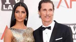 Il gesto d'amore di Matthew McConaughey e della moglie verso due cani
