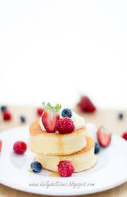 dailydelicious thai: ซูเฟล่แพนเค้ก (スフレパンケーキ): แพนเค้กนุ่มฟูสไตล์คาเฟ่ ญี่ปุ่น