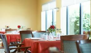 dining room highland place kitchener retirement residence thumbnail