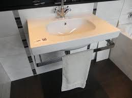 wastafel met design sifon en handdoekrek afm ca 70x50cm
