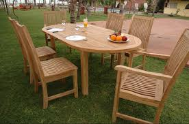 outdoor decoration ideas with wooden table and chairs for beach resorts design concepts