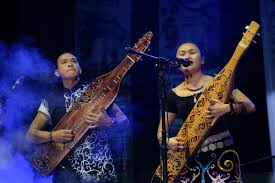 Berikut adalah penjelasan tentang alat musik tradisional tuma. 12 Alat Musik Kalimantan Barat Penjelasan Dan Gambar Guratgarut