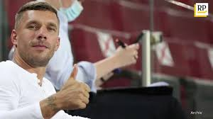 Just like in all other versions of the franchise, auditions take place and the judges review their talent and then later the home audience votes in. Lukas Podolski Neuer Job Als Supertalent Juror