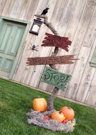 125 Cool Outdoor Halloween Decorating Ideas - DigsDigs
