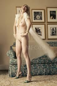 Blonde in nude workshop
