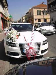 decoration rouge et blanc v devant avec fleurs sur le capot et noeud 4 portiére 115 décoration de voitures