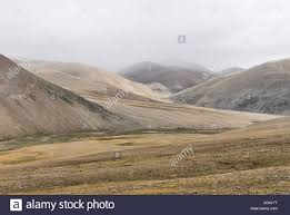 Barren mountain landscape near the Lamma La Pass, Himalayas, Tibet, China,  Asia Stock Photo - Alamy