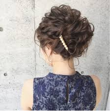 結婚式お呼ばれヘアアレンジシンプルで上品なミディアムの髪型