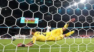 Italy 1-1 England (3-2 pens) summary ...