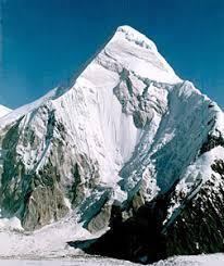 Горы Казахстана Горные местности и водопады Экология   из красивейших вершин Центрального Тянь Шаня Мраморная вершина в виде остроконечной пирамиды видна почти отовсюду Гора издревле окутана легендами