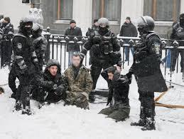 Против полицейских, которые нанесли телесные повреждения митингующим возле Подольского управления Нацполиции, открыто уголовное производство, - Сарган - Цензор.НЕТ 9236