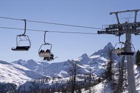 Lombardia, Fontana firma l'ordinanza per la riapertura degli impianti da sci  il 15 febbraio - LaPresse