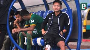 Syahrian abimanyu, 21, from indonesia madura united fc, since 2018 central midfield market value: Syahrian Abimanyu Optimistis Kembali Main Awal Musim 2019 Indonesia Bola Com