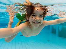crianças na piscina http://www.cantinhojutavares.com