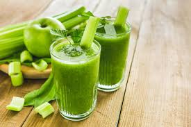 11 ways to lose ten pounds in a week shown by green apple and celery smoothie