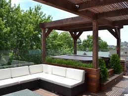 Outdoor Living:Modern Patio Design Withl Shaped White Modern Sectional Sofa  And Rectangle White Modern