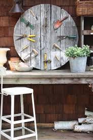 Alte Werkzeuge Als Deko Im Garten Verwenden Garten Garten Ideen