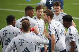 Thomas Müller knocks Jerome Boateng's contact out with whack to the face -  Bavarian Football Works