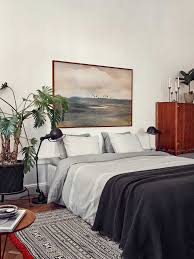 Bedroom:Small Relaxing Bedroom Design With Black Pattern Rug On Laminated  Wooden Flooring Small Relaxing