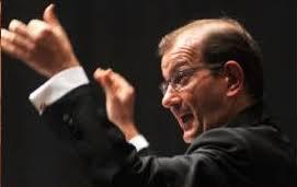Tale composizione è stata trascritta per orchestra di fiati dal maestro Francesco Muolo che dirigerà il concerto. Si esibiranno il baritono Emily De Salve e ... - Muolo